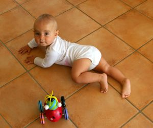newborn crawling , baby physiotherapy information, primitive reflex in infant