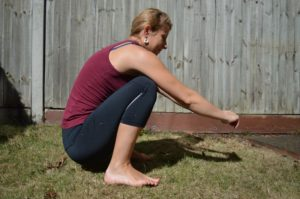 Comment fermer son bassin après l'accouchement? Exercice pour le sacrum